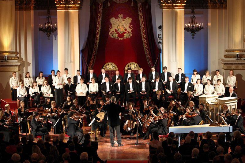 PBP_0527-Monteverdi-Choir,-EBS-at-Buckingham-Palace-(Credit-Paul-Burns)_1